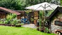 Backofen und Grillplatz im Garten
