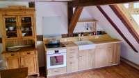 Wohnküche mit Geschirrspüler und TV